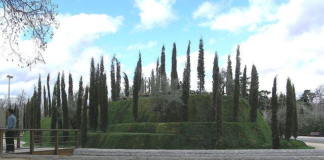 640px-20060320_-_Bosque_de_los_Ausentes_(Madrid)_02